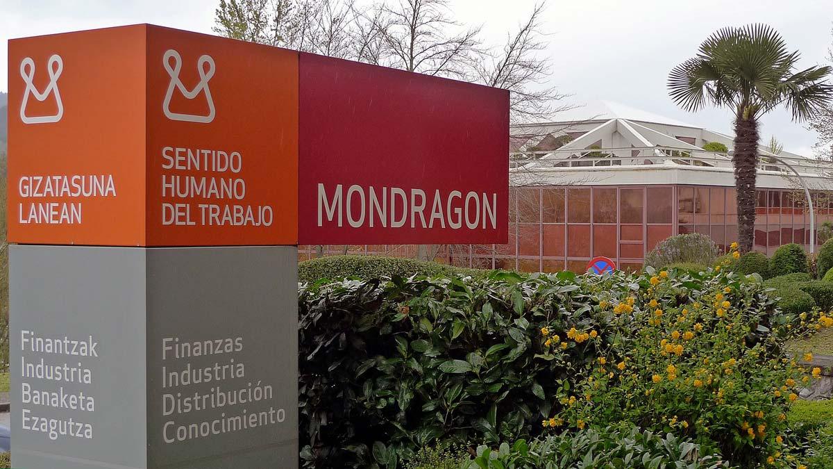 1920px-Viaje_a_la_Corporación_Mondragón_en_el_País_Vasco_resize.jpg