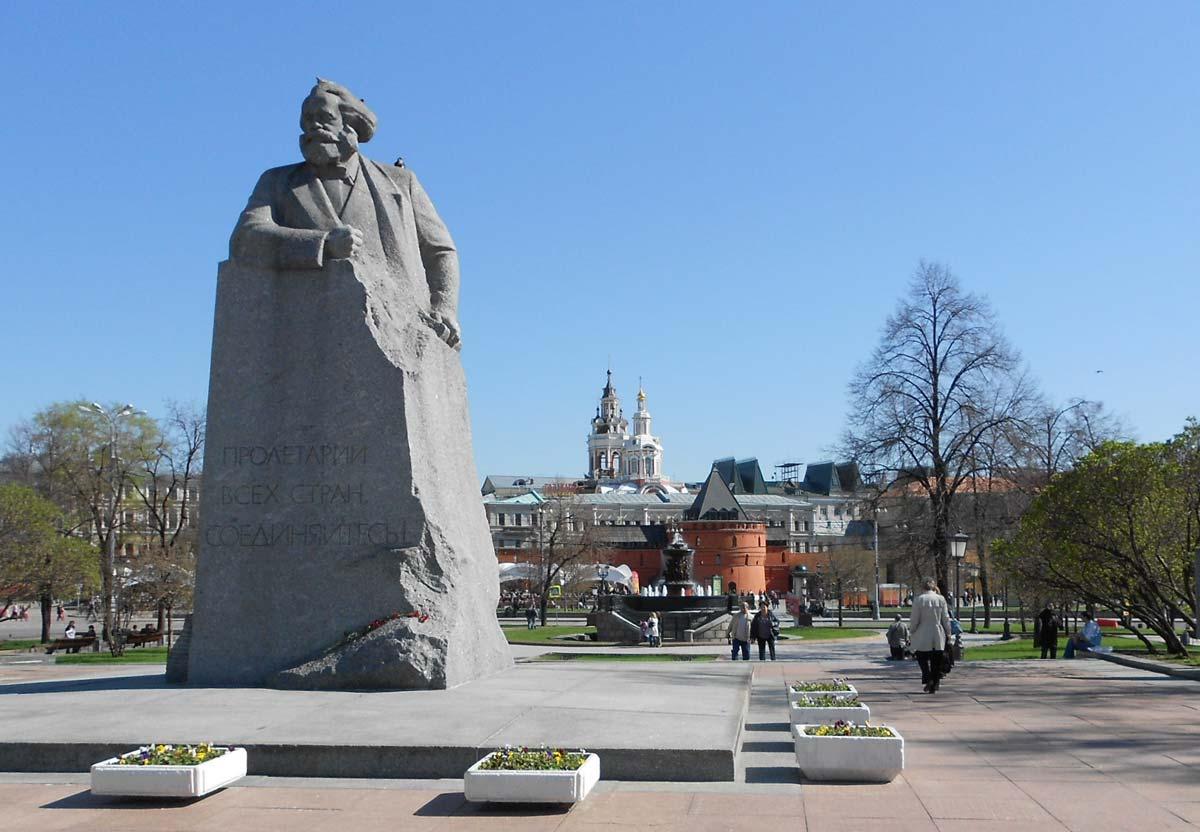 Karl_Marx_-_Moscow_-_panoramio_resize.jpg